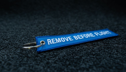 Remove Before Flight Bleu Brodé 140x30