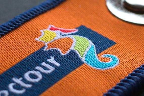 Zoom sur le logo tissé de Selectour